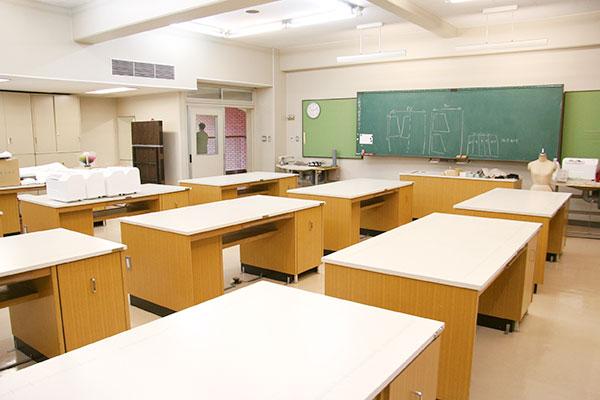 被服学<br>実習室
